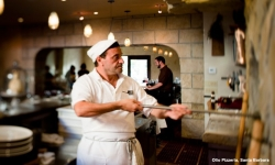 kevsteele_100831_op-vincenzo-at-pizza-oven-from-side_d3_4582