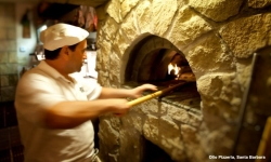 kevsteele_100831_op-vincenzo-in-action-at-pizza-oven_d3_4847