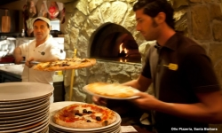 kevsteele_100831_op-vincenzo-manuel-with-pizzas_d3_4886